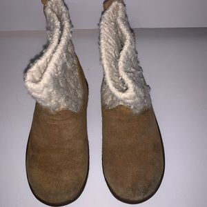 Little girls Ugg boots